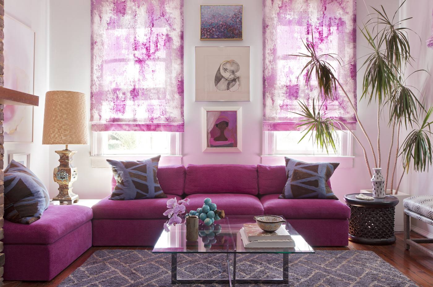 use-radiant-orchid-in-a-room-decor-lounge